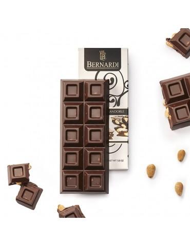 cioccolato fondente con mandorle