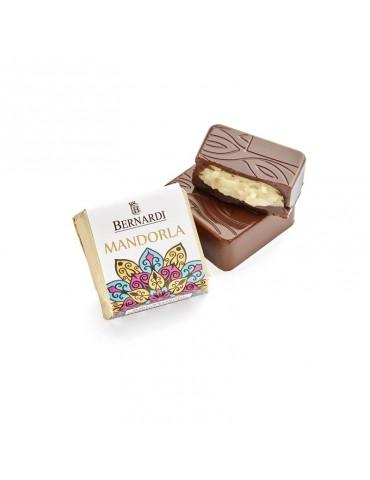 Cioccolatino fondente alla mandorla