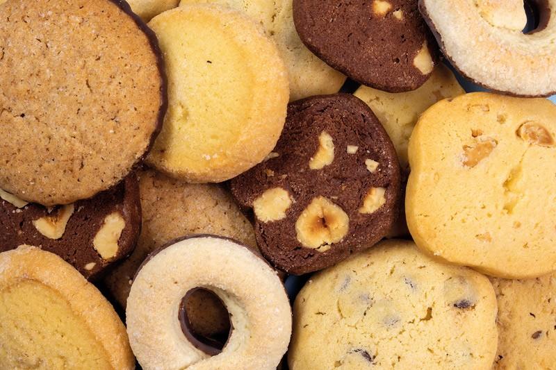 Biscotti al burro, secchi e farciti con creme, realizzati artigianalmente